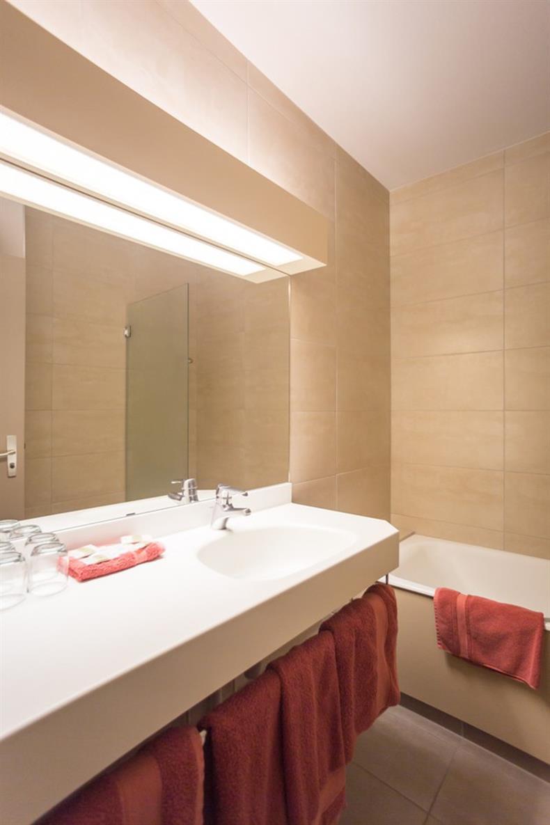 apps.tourisme-alsace.info/photos/kaysersberg/photos/hotel-remparts-kaysersberg-salle-de-bain.jpg