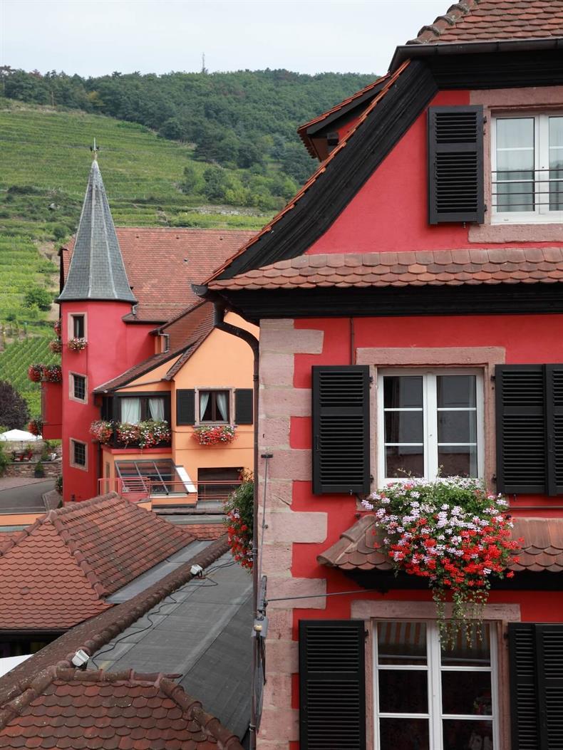 apps.tourisme-alsace.info/photos/kaysersberg/photos/kaysersberg-vignoble-hotel-le-chambard-vue-chambre.jpeg