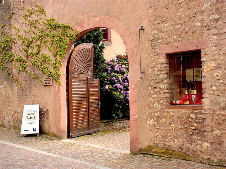 apps.tourisme-alsace.info/photos/kaysersberg/photos/kientzheim-domaine-blanck-andre-et-fils-porte.JPG