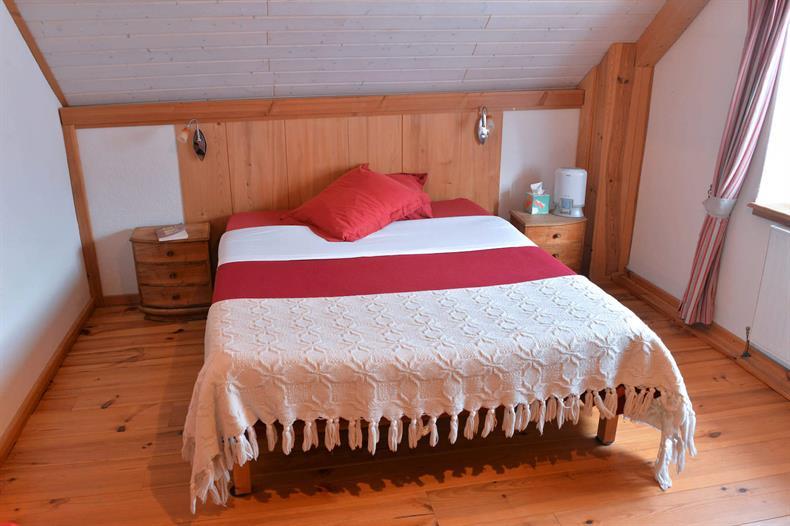 apps.tourisme-alsace.info/photos/kaysersberg/photos/orbey-tisserand-gite-faude-chambre-2.jpg