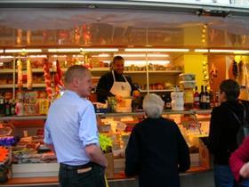Un producteur de fruits et légumes présent sur le marché d'Altkirch tous les jeudis.Photo de JP Girard.
