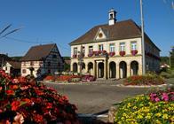 Mairie d'Hirsingue richement fleurie