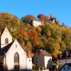 - © Ferrette et son église au pied du château