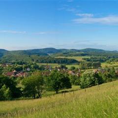 - © Typical landscape of the Alsatian Jura, village of Winkel.