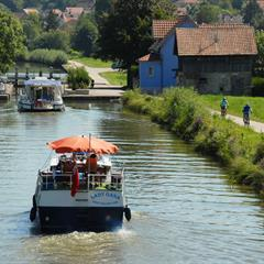 - © Euro Velo 6 le long du Canal du Rhône au Rhin dans le Sundgau,  © Guy Buchheit.