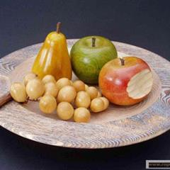 - © coupe de fruits en bois