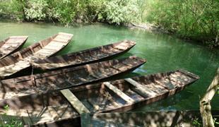Promenade en barque à fond plat