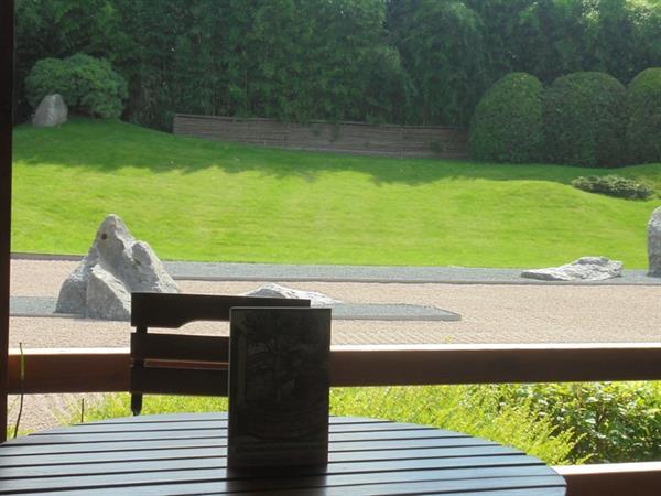 le jardin zen depuis la terrasse - © jardins de gaïa