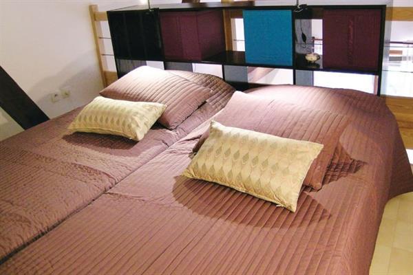 Couchage mezzanine, lit double - -