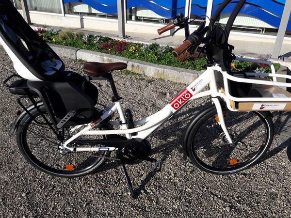 Vélo à assistance électrique famille (1 enfant à l'avant et 1 enfant à l'arrière) - © OT Grand Ried