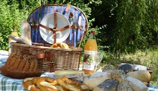 Gourmet bicycle getaway - picnic formula