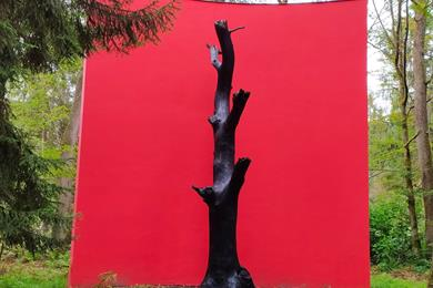 Gloria Friedmann's Oak monument