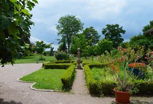 Garten des Brosse Schloss