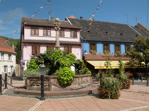 Place de la Fontaine à Mutzig - Crédit photo : Office de Tourisme de la Région de Molsheim-Mutzig