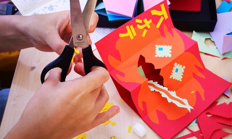 Atelier Halloween : fabriquez votre pop-up monstre tire-langue (à partir de 6 ans) - Hannah Lafargue