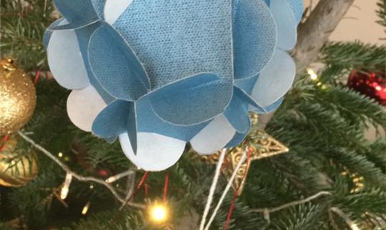 Kerstworkshop: maak je kerstbal van papier - Carole Michel-Merckling voor het Musée de l'Image Populaire