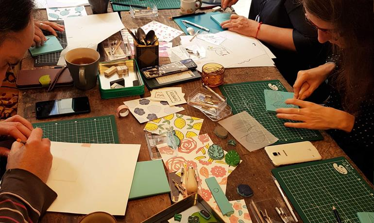 Atelier de Noël : gravure et impression d'un tot'bag