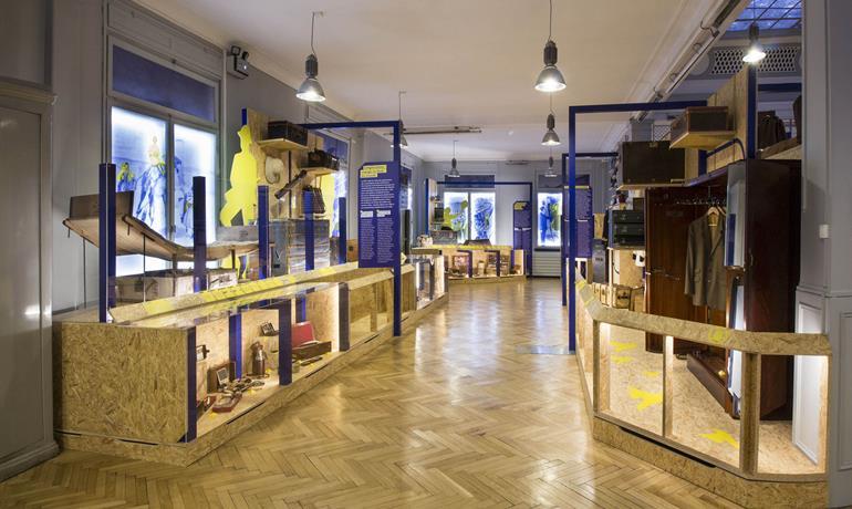 Visite théâtralisée du Musée du Bagage - Scenographie-et-photo-studio-CYNARA