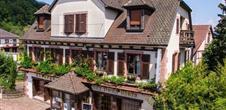 Hôtel** - Restaurant 'Auberge Aux Deux Clefs'