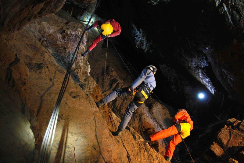 Spéléologie au parc minier Tellure