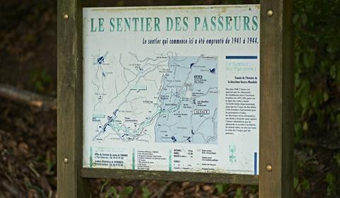 Stèle Sentier des passeurs de Salm à Moussey