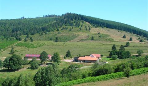 Vue sur la ferme-auberge de la Perheux