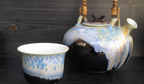 Poterie Chant de la fontaine : tournage de 13 kgs d'argile