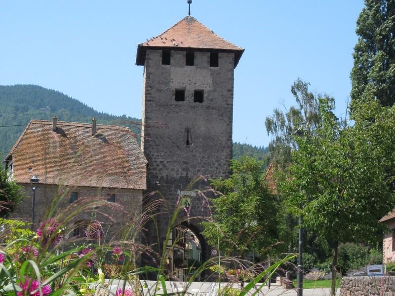 Dambach-la-Ville, mittelalterliche Stadt der Winzerberufe