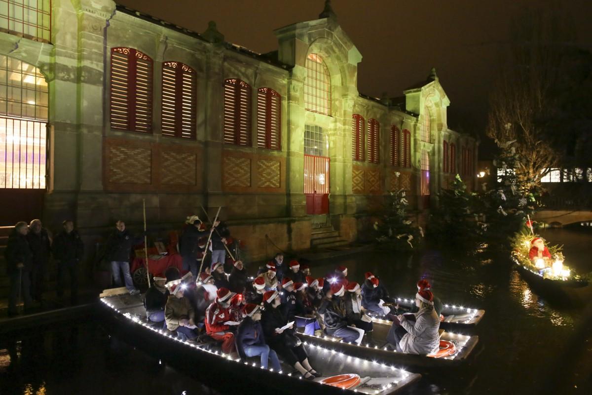 Kinder singen Weihnachten auf den Booten - Colmar