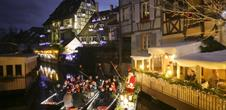 The children sing Christmas on the boats - Children's choir from the St Nicolas School