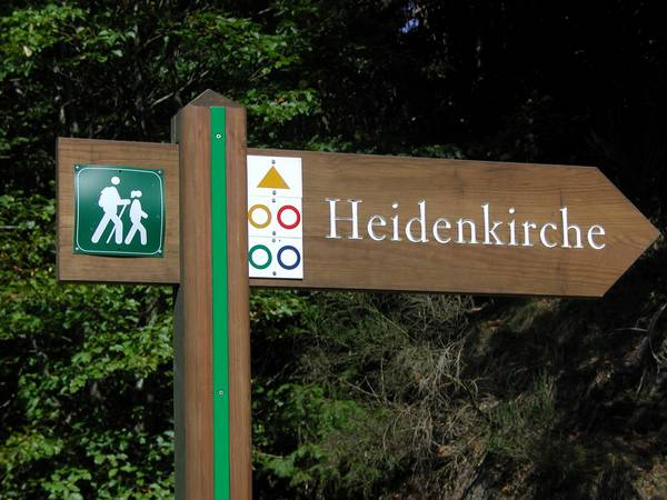 Marked trails 'around the Heidenkirche'