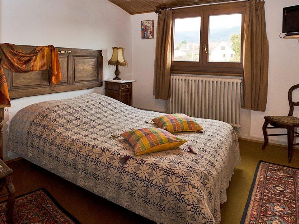 Chambre d 39 h tes bleue madame marie louise schneider eguisheim - Chambre d hote alsace riquewihr ...
