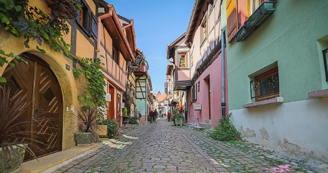 https://apps.tourisme-alsace.info/photos/eguisheim/photos/253001217_1.jpg