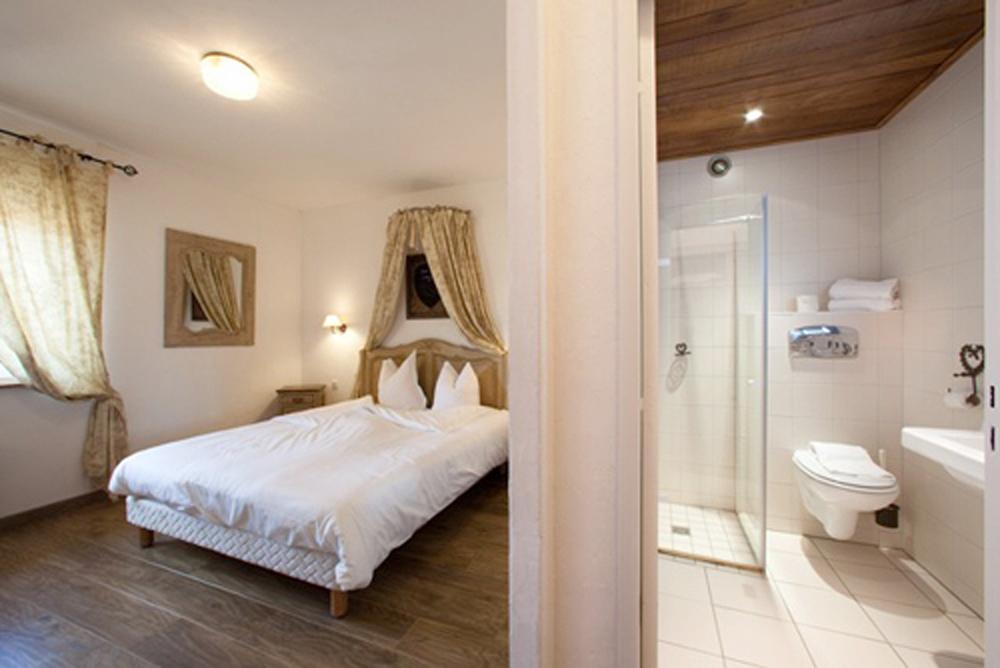 h tel restaurant a la ville de lyon rouffach. Black Bedroom Furniture Sets. Home Design Ideas