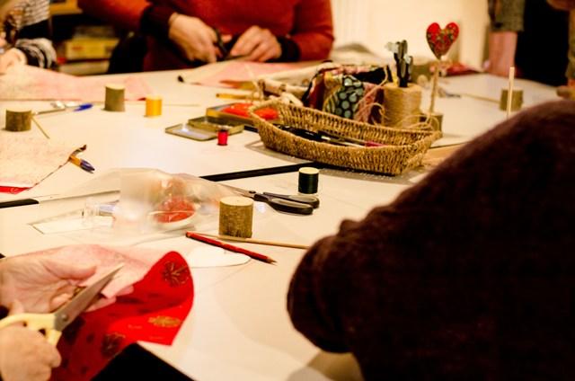 Atelier des étoffes : confection de décors en tissu