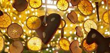 Marché de Noël magie, lumière, étincelles