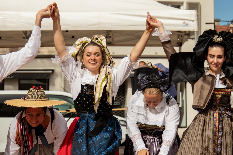Le folklore en costume et en musique