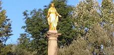 Die Statue der Jungfrau