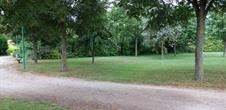 Grand parc : jardin, aire de jeux, sentier pied nus