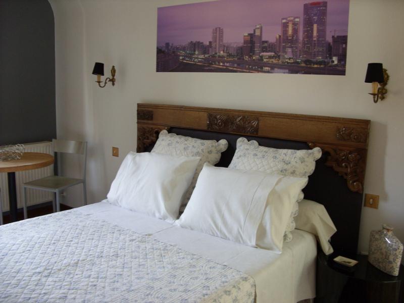 madame donatti marcia chambre sao paulo kaysersberg vignoble. Black Bedroom Furniture Sets. Home Design Ideas