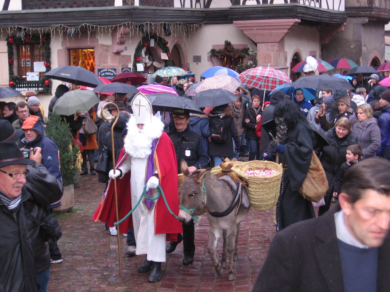 https://apps.tourisme-alsace.info/photos/kaysersberg/photos/saint_Nicolas_et_son_ane.jpg
