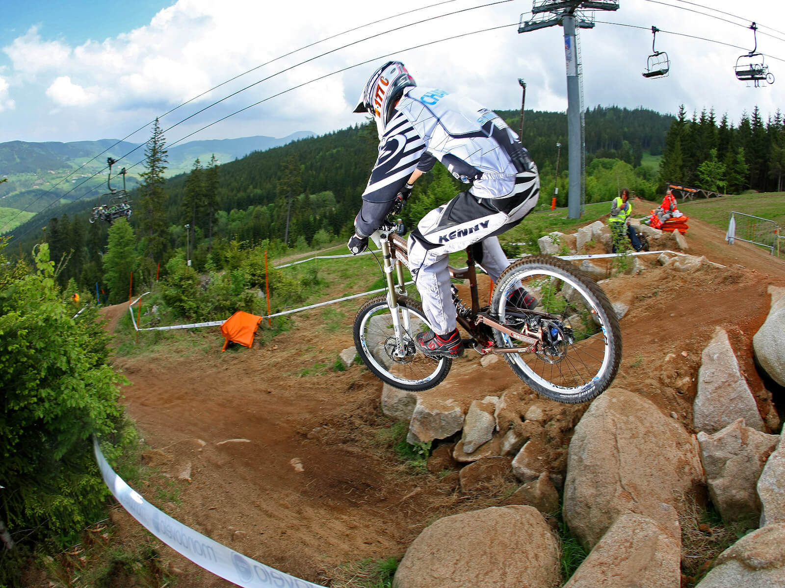 https://apps.tourisme-alsace.info/photos/kaysersberg/photos/stage-vtt-descente-freeride-femmes-bike-park-lac-blanc.jpg