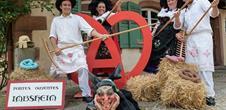 Portes ouvertes au folklore international, l'art et l'artisanat