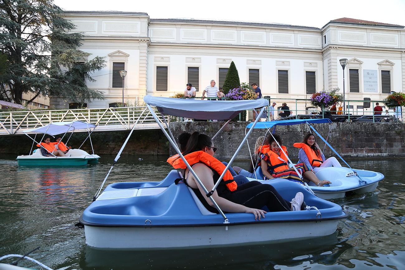 En bateau au fil de l'eau