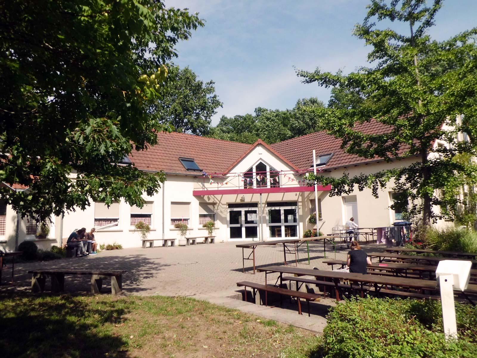 Centre international de rencontre albert schweitzer. La datation.