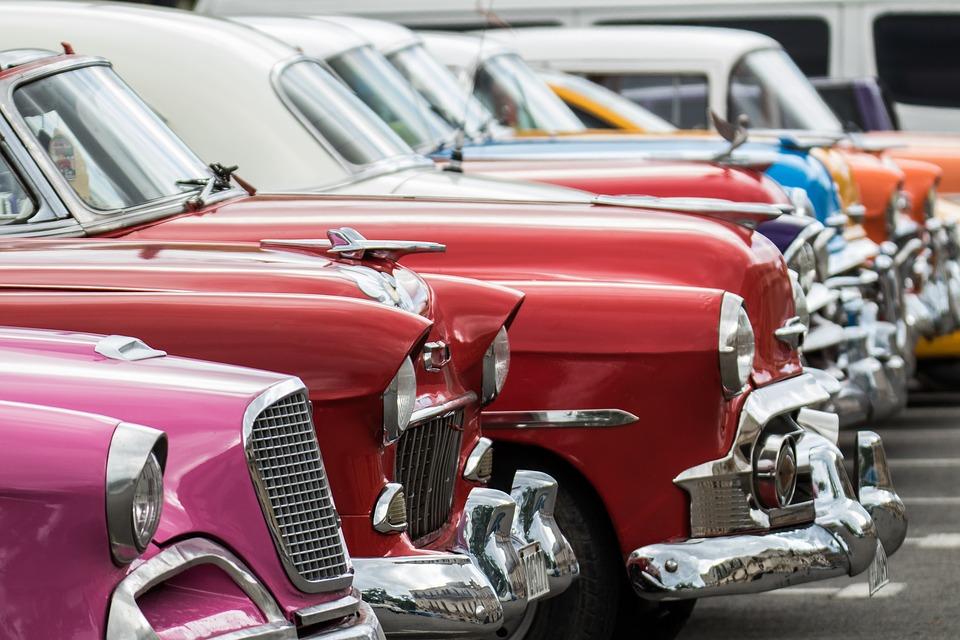 Rencontre mensuelle de véhicules d'occasion et de prestige