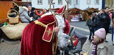 Treffen mit dem Sankt-Nikolaus und seinem Esel
