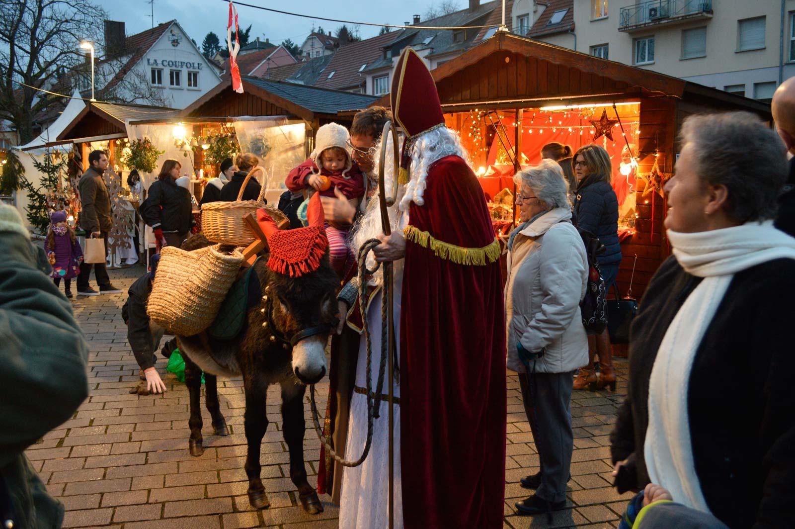 Rencontre avec le Saint-Nicolas et son âne