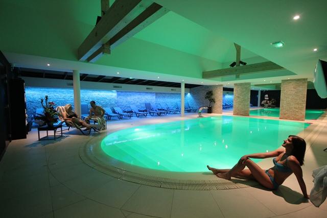 H tel au nid de cigognes ostheim for Hotel avec piscine vosges