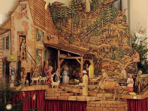 Exhibition of a wooden-sculpted Nativity scene